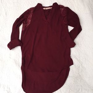 Jolt-beautiful wine colored blouse w/ lace detail